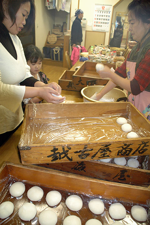 141230餅つき_餅コネ